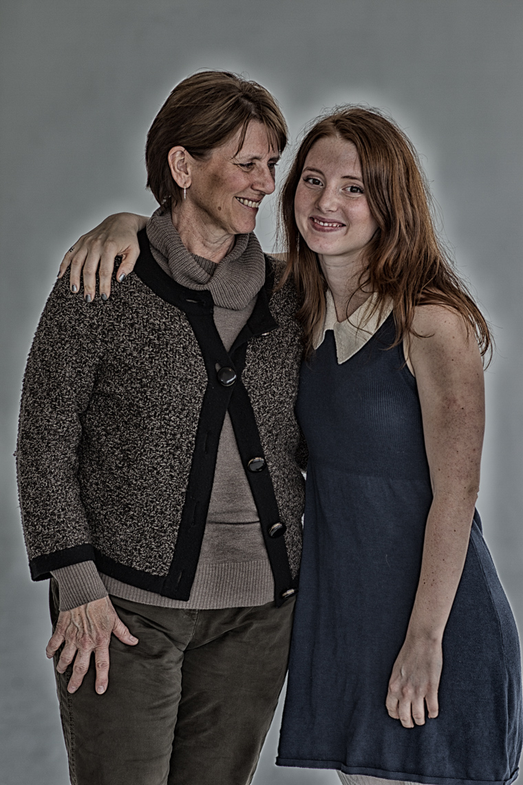 17_SingleParent-White_0047-Edit-Edit.jpg